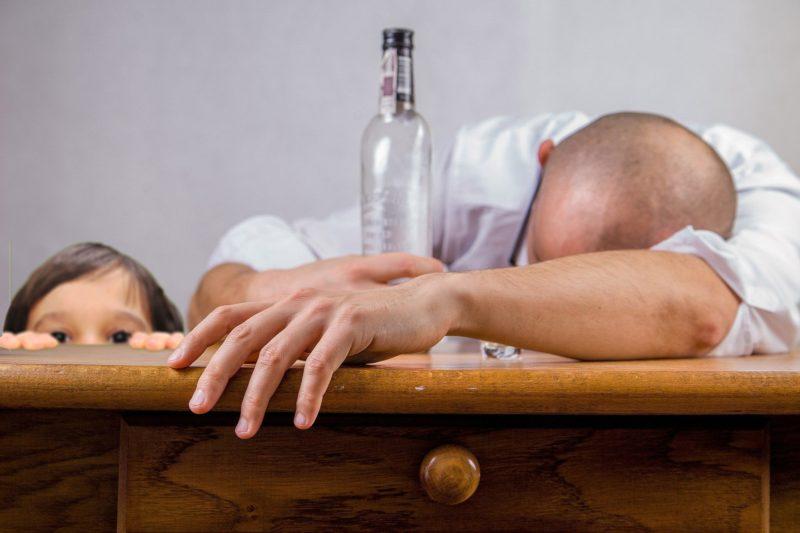 Alcoholismo o drogadicción: ¿Limites al régimen de visitas de los menores?